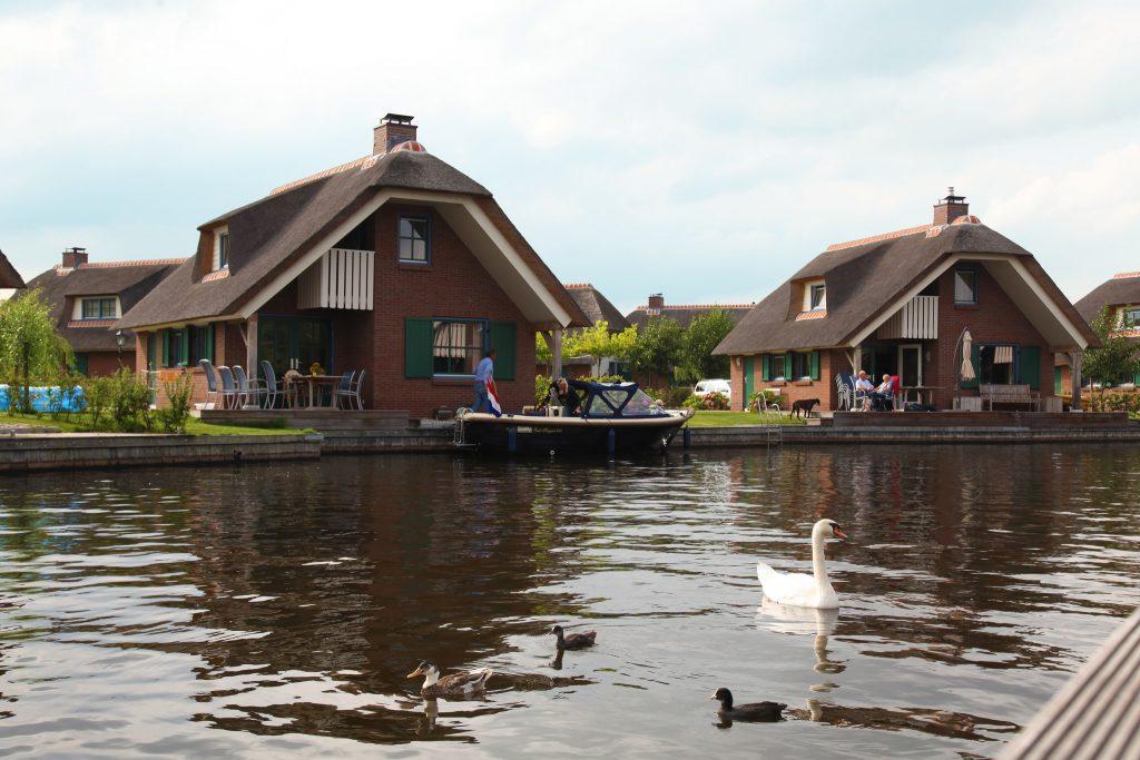 Vakantiehuisje aan het water